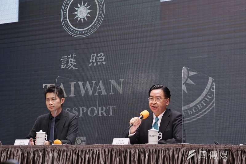 20200902-行政院2日舉行新版護照記者會,外交部長吳釗燮出席。(盧逸峰攝)