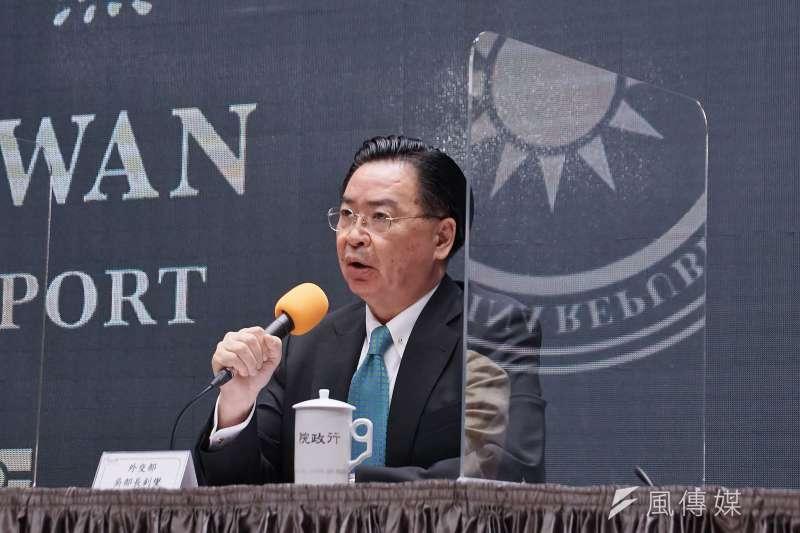 行政院2日舉行新版護照記者會,外交部長吳釗燮出席。(盧逸峰攝)