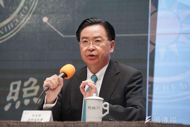 行政院2日舉行新版護照記者會,外交部長吳釗燮(見圖)出席時針對捷克參議長訪團一事進行說明。(盧逸峰攝)