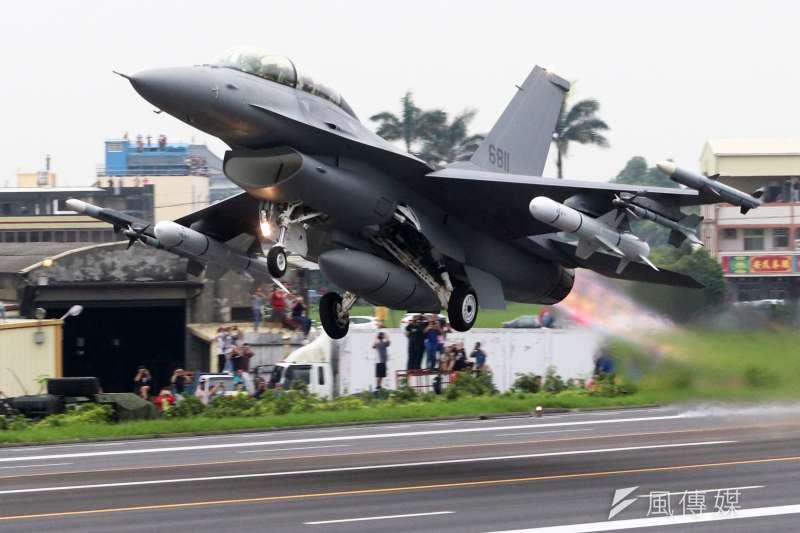 中央氣象局今(18)日回應,昨晚F-16失聯時,花蓮近海確實有對流雲系發展,且雲層發展沒有很高,恐導致天氣不穩,但並無明顯雷電訊號。(資料照,蘇仲泓攝)