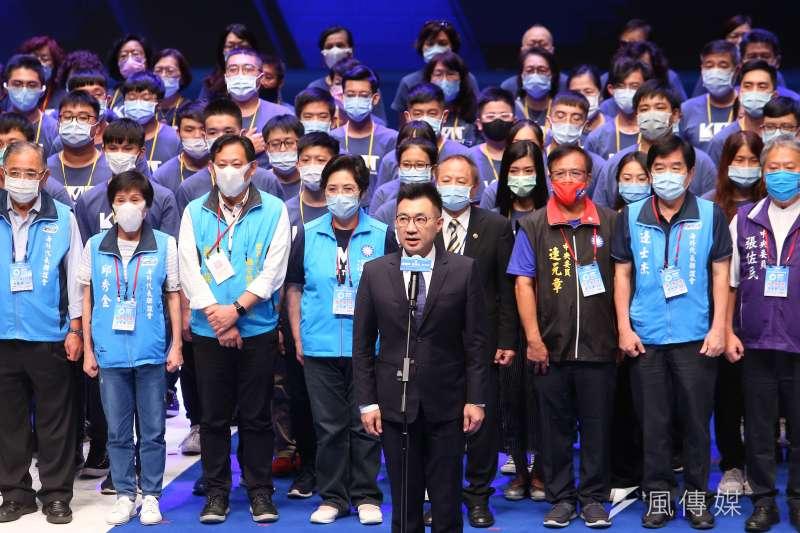 20200906-國民黨主席江啟臣6日出席全代會閉會典禮,並唱國歌。(顏麟宇攝)