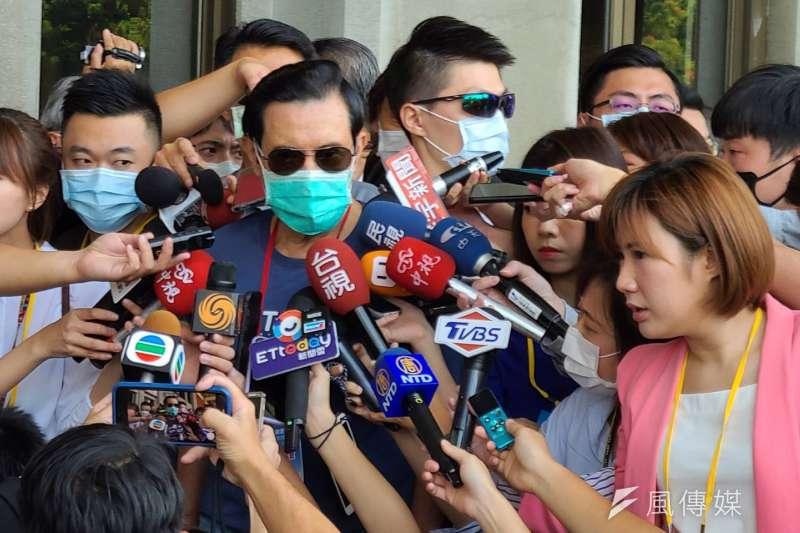 前總統馬英九6日上午受訪時表示,一中各表就是一個婉轉的方式,接受中華民國存在的事實。(潘維庭攝)