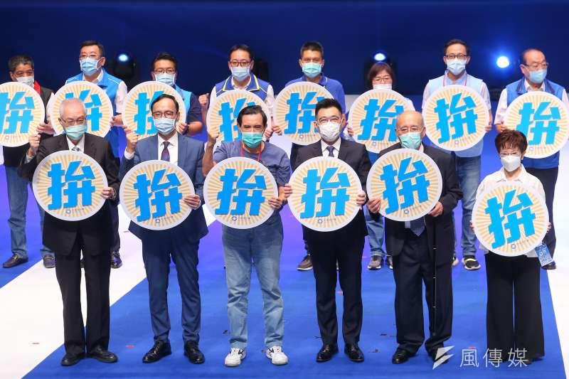 國民黨6日舉行全代會,抽籤上台發表意見的黨代表也一一開砲,其中來自台南的中央委員陳麗旭發言時更要求黨中央強硬起來。(顏麟宇攝)