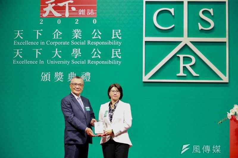 王道銀行榮獲「天下CSR企業公民獎」中堅企業組第二名,亦是連續第三年獲獎 (圖片提供: 王道銀行)