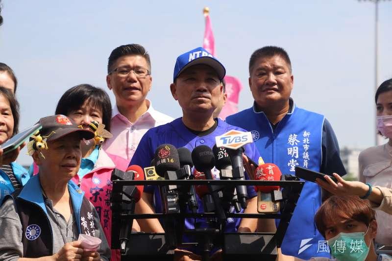 媒體詢問2024藍營朱韓配? 市長侯友宜表示,做出讓市民、民眾有感的政績,才是當前最重要的事。(圖/李梅瑛攝)