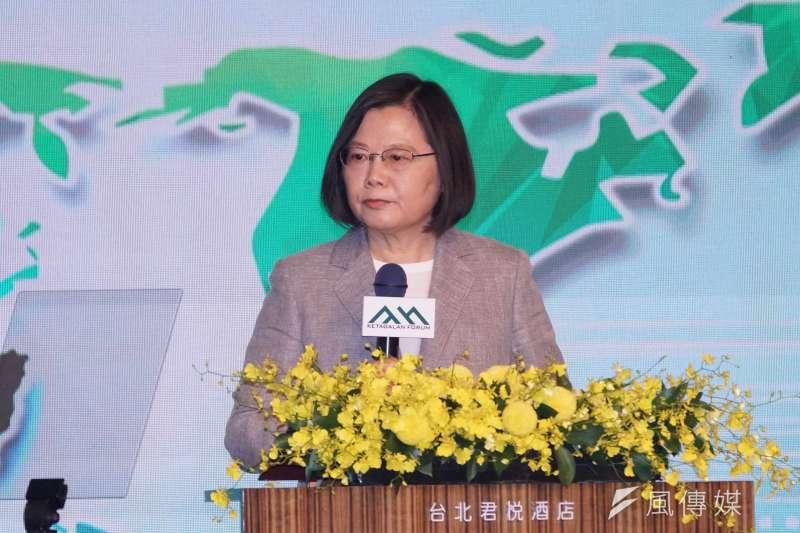 作者認為,唯有台灣找回過去的自信,創建一部屬於台灣人的憲法,走出一條台灣道路,才有機會能擺脫中共,獲得永久的國家安全及經濟繁榮。圖為總統蔡英文。(資料照,盧逸峰攝)
