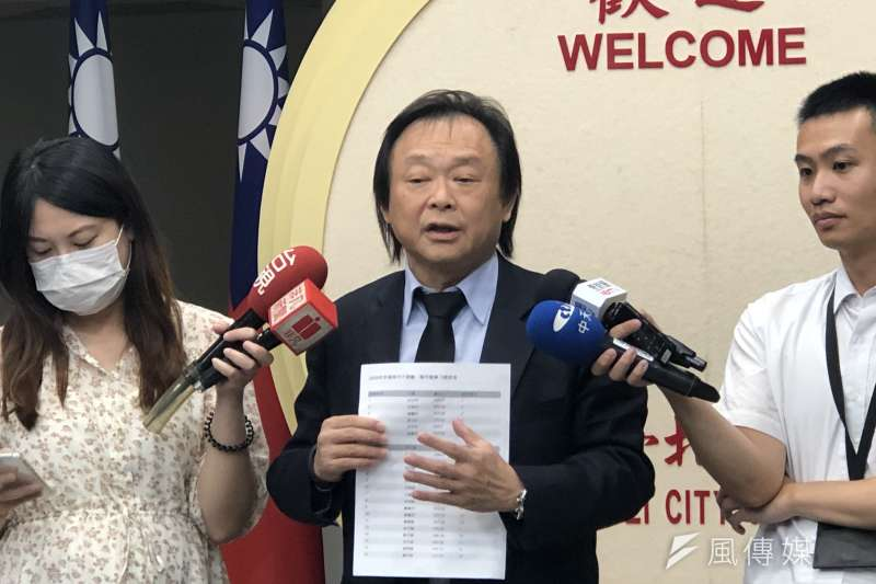 天下雜誌民調顯示台北市長柯文哲施政滿意度墊底,民眾黨辯稱是因為「民進黨特別關愛柯文哲,傾全部之力都在對柯文哲砲轟」。(方炳超攝)