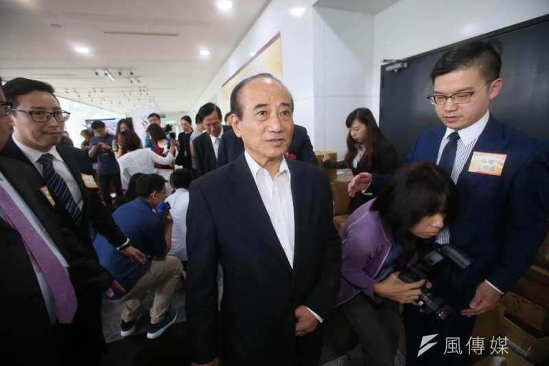 王金平(中)擬率團赴廈門參加海峽論壇,讓北京在美中新冷戰中感受到一股暖流。(柯承惠攝)