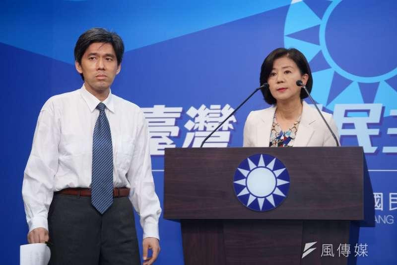 國民黨文傳會主委王育敏(右)、大陸事務部主任左正東(左)宣布不以政黨形式參加海峽論壇。(盧逸峰攝)