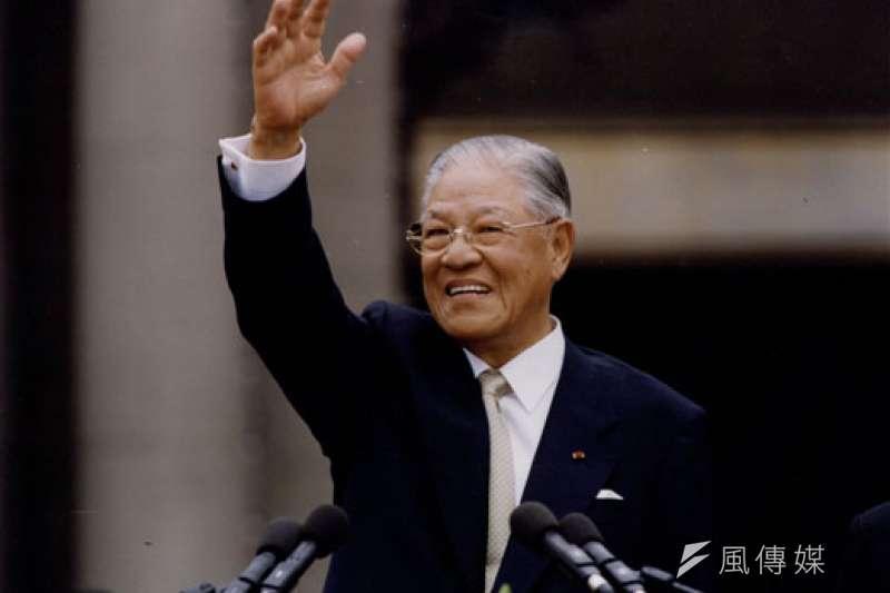 20200915-已故前總統李登輝2000年5月20日卸任,告別總統府。(取自總統府)