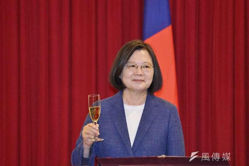 台灣民意基金會最新民調顯示,和8月民調相比,總統蔡英文(見圖)的聲望重挫了11個百分點。(資料照,盧逸峰攝)
