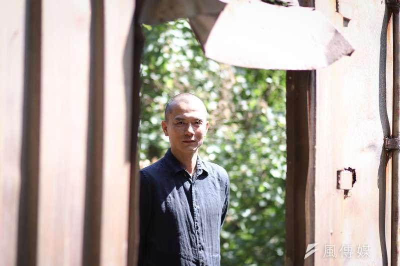 正式擔任雲門舞集藝術總監後,鄭宗龍說,他發現一切都還需要學習。(陳品佑攝)