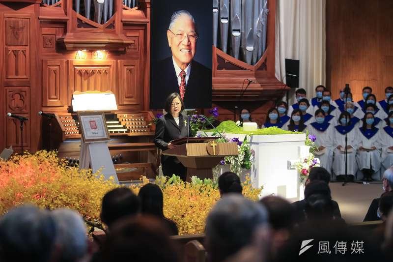 總統蔡英文19日出席前總統李登輝追思告別禮拜,現場並播放追思影片。(台北市攝影記者聯誼會提供)