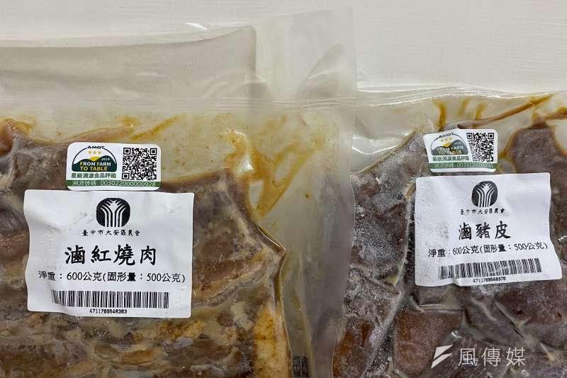 大安農會推出的豬肉相關副產品,都會清楚標註生產履歷肉品的QRcord,讓消費者查詢。(圖/王秀禾)