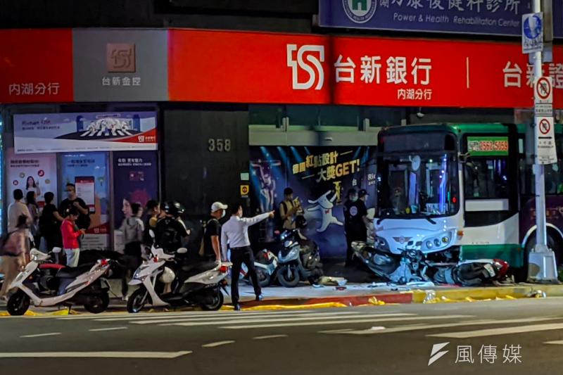 台北市內湖區21日晚間發生公車暴衝車禍,釀成1死1傷事故。(資料照,黃振剛攝)