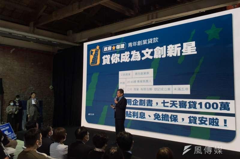 文化部長李永得(見圖)表示,文創業者也不擅長和銀行打交道,因此申請貸款常有困難,文化部本次特別與行政院爭取100億做為文創貸款。(吳尚軒攝)