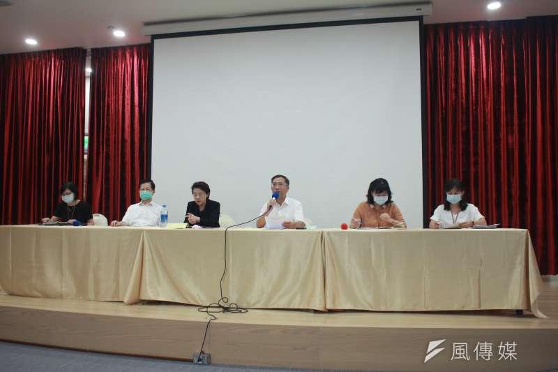 台北市政府23日召開記者會,說明22日內湖未立案私人安養院火警案情。(方炳超攝)