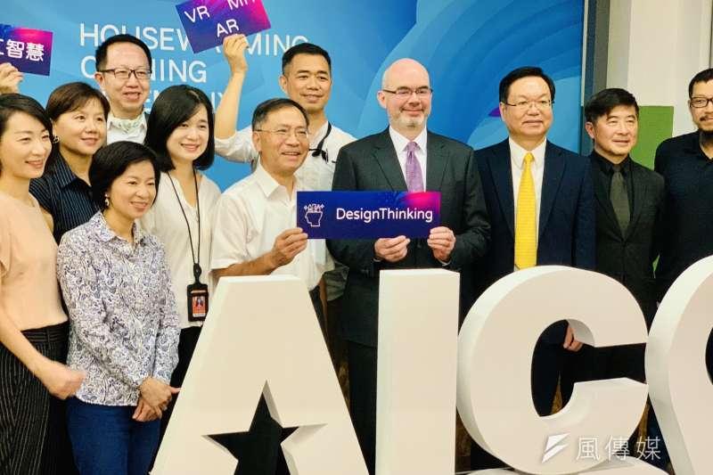 美國創新中心6周年,AIT副處長谷立言與台北市副市長蔡炳坤出席活動。(簡恒宇攝)