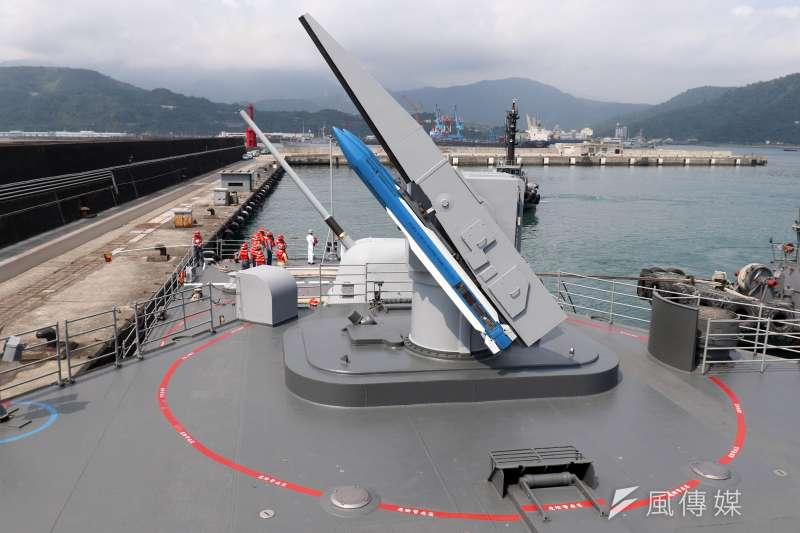 20200924-海軍基隆級驅逐艦是國內噸位數最大的作戰艦,除軍艦本身具備強大防空戰力,艦上搭載射程可達150公里以上的標準二型防空飛彈(見圖,藍色為訓練彈)是屏障艦艇、支隊的重要武器。(資料照,蘇仲泓攝)