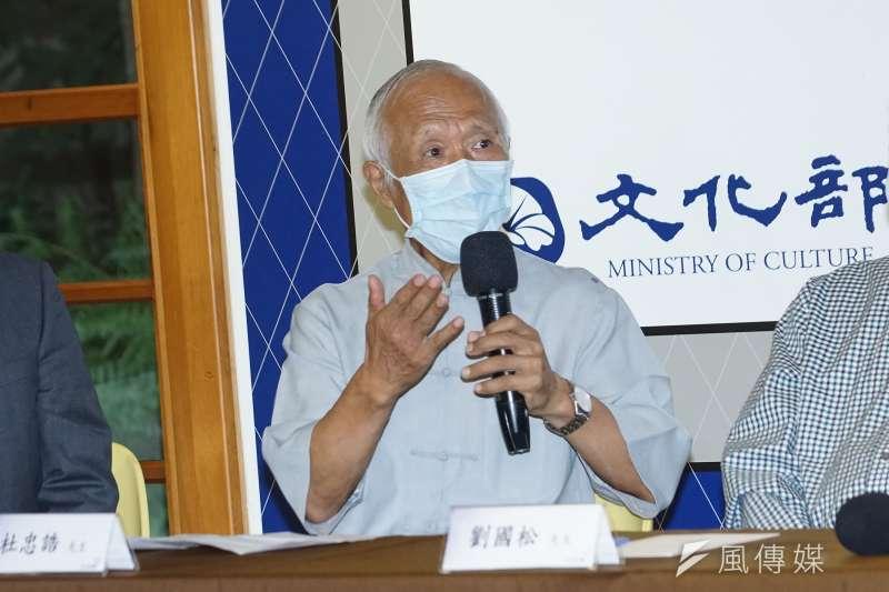 20200924-文化部24日召開「捍衛藝術家權益全華網涉嫌不法合約無效聲明」記者會,藝術家杜忠誥發言。(盧逸峰攝)