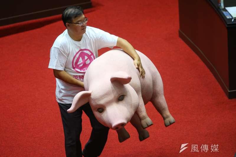 國民黨立委李德維23日於國是論壇上質疑屏東豬腳恐混用美豬,引發綠營群起反彈。(資料照,顏麟宇攝)