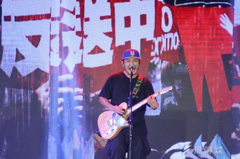 民進黨28日舉辦「民主開唱」音樂會,現場維安特別森嚴。圖為滅火器樂團。(蔡親傑攝)