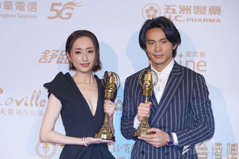 電視金鐘獎頒獎典禮於26日在國父紀念館舉行,本屆金鐘帝后柯佳嬿、姚淳耀合影。(盧逸峰攝)