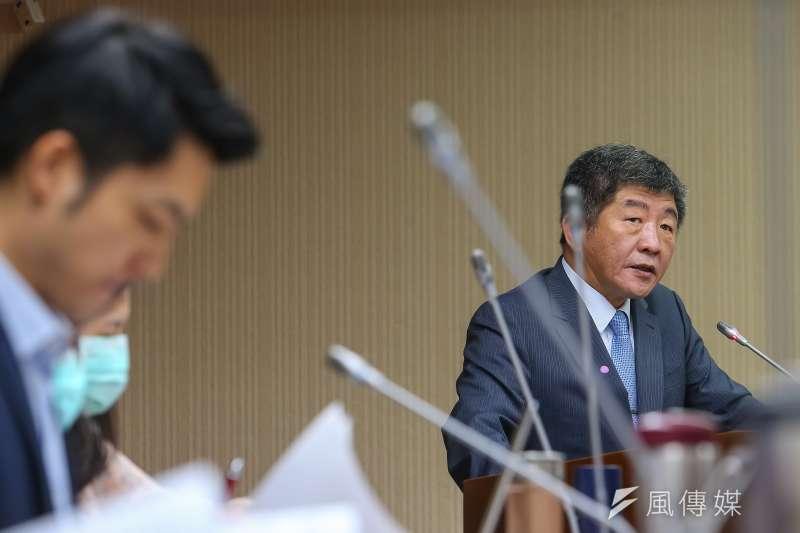 國民黨立委蔣萬安(左)表示,衛福部長陳時中(右)是非常能溝通的部長。(資料照,盧逸峰攝)