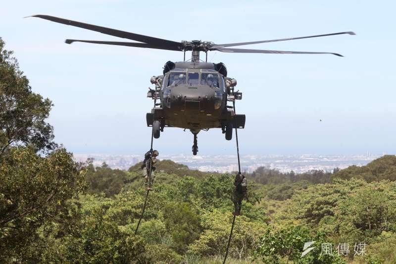 20200930-陸軍特戰部隊執行快速繩降。(蘇仲泓攝)