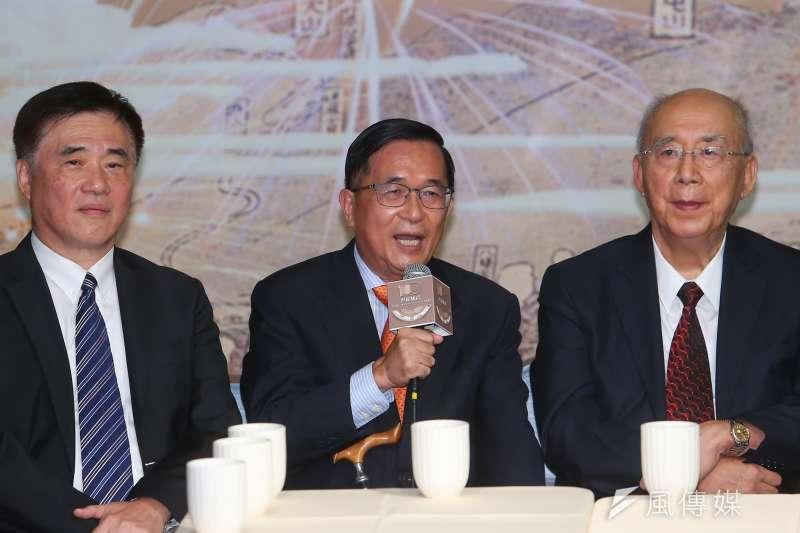 前總統陳水扁(中)盤點六都市長人選,指出其中有4位可能角逐2024年總統大位。(資料照,顏麟宇攝)