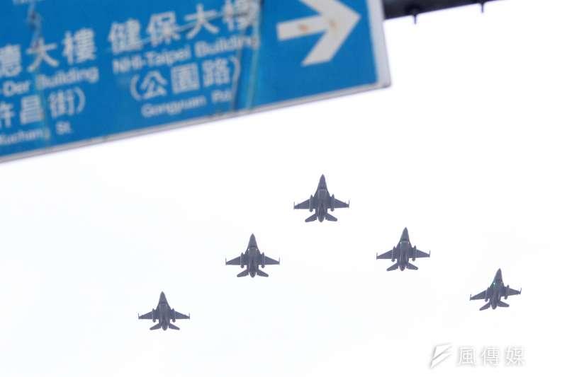 20201006-編隊通過的F-16V戰機。(蘇仲泓攝)