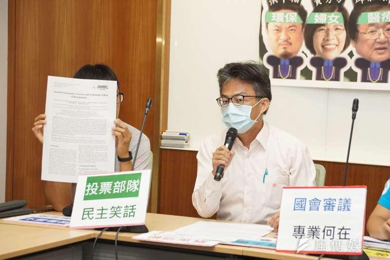 20201006-台灣民間反瘦肉精毒豬聯盟6日舉行記者會,醫師蘇偉碩出席。(盧逸峰攝)