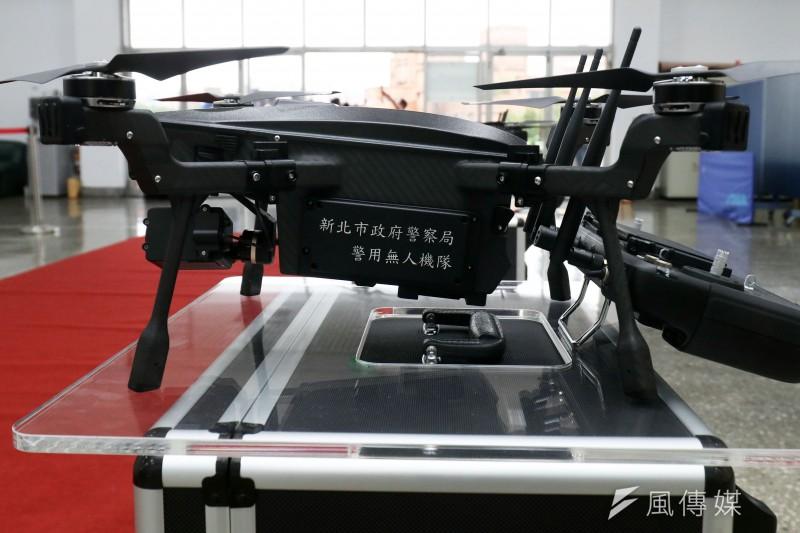新北市日前舉行「無人機隊」成軍典禮、台南市警察局亦成立無人機管制台,隨著警方操作無人機協助執勤的情況越來越多,能夠補足視角不足的無人機越來越受到重視。(資料照,蘇仲泓攝)