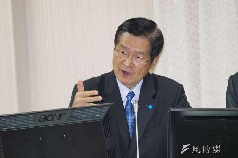 國防部長嚴德發7日於國防委員會備詢,針對共機擾台議題進行說明。(盧逸峰攝)