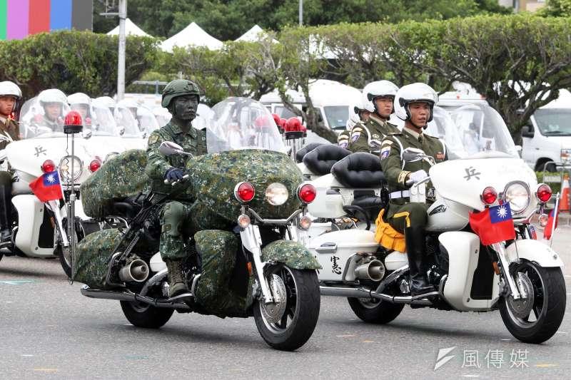 20201008-今年憲兵快反連2種服裝同框。(蘇仲泓攝)