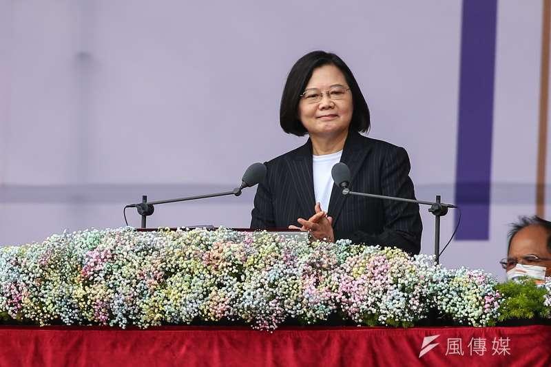 總統蔡英文10日出席中華民國109年國慶典禮,然而在蔡英文發表國慶文告後發表,台諜案風暴三部曲越演越烈。(資料照,顏麟宇攝)