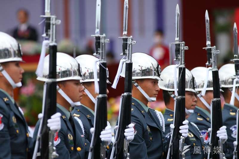 英國廣播公司(BBC)轉播我國雙十國慶表演,卻誤將畫面標上「Live Pyongyang(平壤直播)」,主播更在報導中大談北韓最高領導人金正恩。(顏麟宇攝)