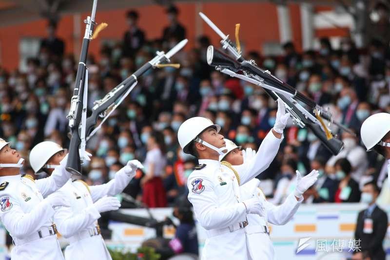 202001010-三軍儀隊於中華民國109年國慶典禮表演。(顏麟宇攝)