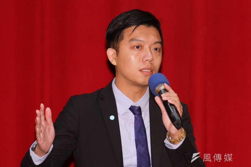 小燈泡案擔任被告王景玉辯護律師薛煒育(見圖)表示,當時擔任辯護人後,第一時間想的其實是「不知道該怎麼辯護」。(蔡親傑攝)