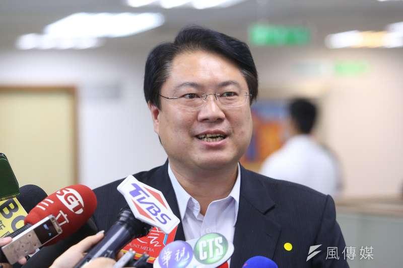 基隆市長林右昌(見圖)14日出席民進黨中常會受訪時表示,基隆輕軌升級成捷運,「我其實滿開心的」。(顏麟宇攝)