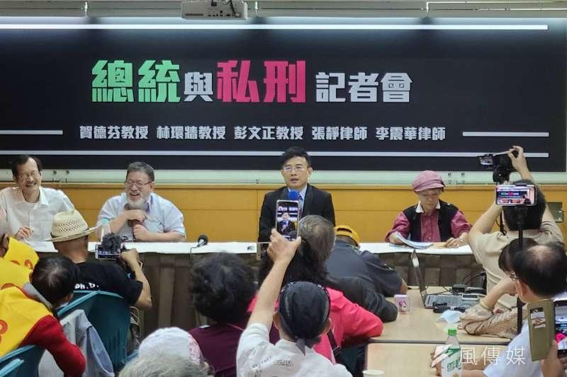 北檢14日傳喚彭文正後,賀德芬、律師李震華、張靜等人在台大校友會館召開「總統與私刑」記者會。(潘維庭攝)