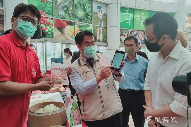 台南市政府與熊大單車、豐揚科技及歐米爾網路科技攜手合作,全國首創「城市虛擬幣」跨國合作。(圖/徐炳文攝)