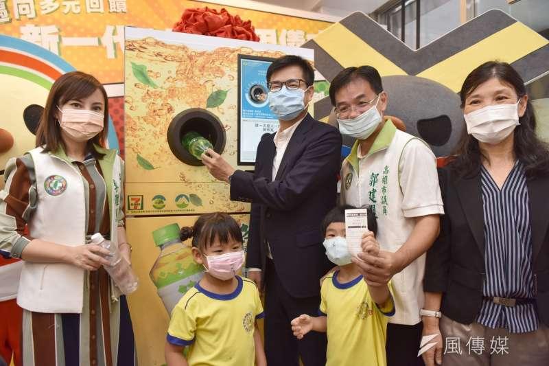 陳其邁昨(15)日參加新一代自動資源回收機發表會。(圖/徐炳文攝)