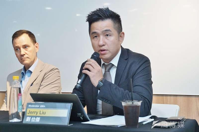 劉仕傑(右)對美國國務院提到要放寬美台交涉的文稿有「非官方」的字眼,讓他認為美中不足。(資料照,盧逸峰攝)