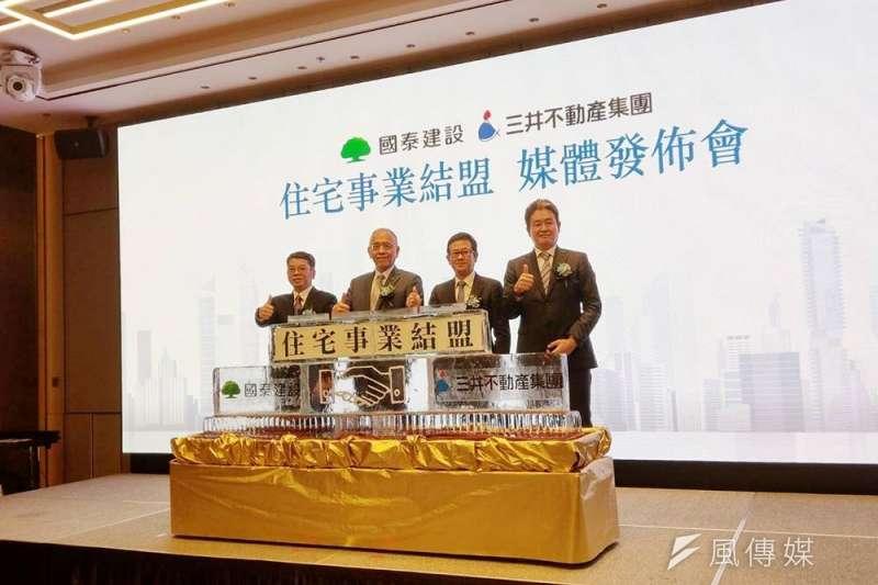 國泰建設20日宣布跟三井不動產在台灣進行住宅事業合資開發,首案將是明年329檔期公開,基地面積約2200坪的台南安平住宅案,另一案則是新北中和基地面積達5500坪的大型開發案,預計在2年後推案。(林喬慧攝)