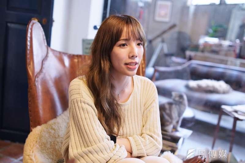 20歲以前,她的身體是個男人,曾穿女裝開直播被80%網友天天洗板辱罵「噁心」、「聽到你聲音就想吐」、「怎麼對得起社會」,連走在路上都會被無冤無仇的阿姨罵「去死」,然而如今,她是全台灣最活出自信與美麗的女人之一,說出自己的故事,盼社會理解更多不被看見的「跨性別者」...(盧逸峰攝)