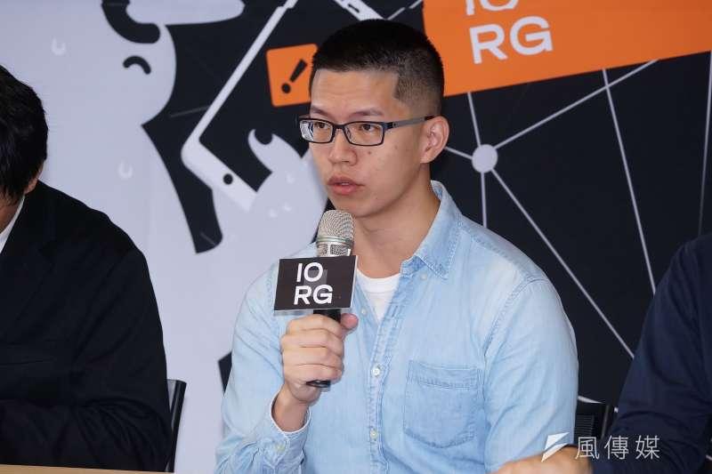 20201020-IO研究室20日舉行「解密中國對台認知戰:資訊操弄及網絡分析」記者會,IORG共同主持人游知澔發言。(盧逸峰攝)