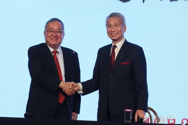 大同公司21日召開臨時股東會重新改選董事,當選董事王光祥(右)與林宏信(左)會後合影。(資料照,柯承惠攝)