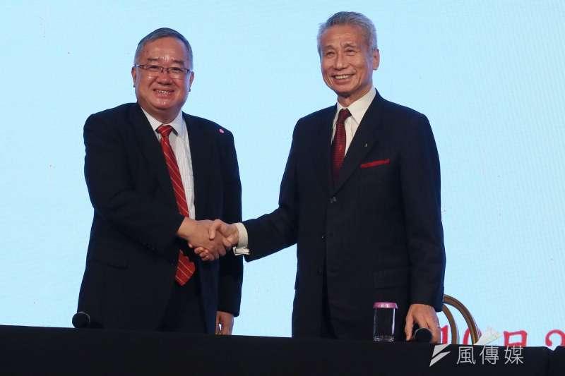 大同公司21日召開臨時股東會重新改選董事,當選董事王光祥(右)、林宏信(左)會後合影。(柯承惠攝)