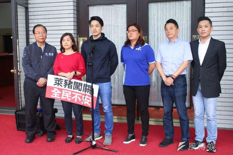 國民黨立院黨團23日對萊豬闖關議題召開記者會。(蔡親傑攝)